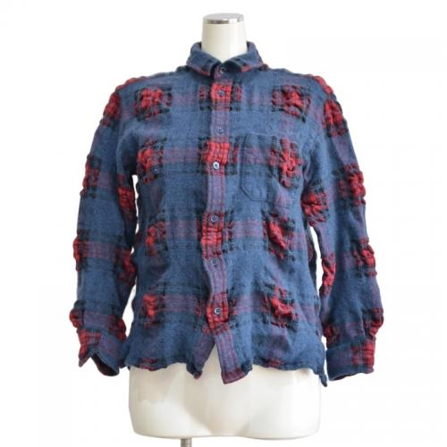 シワ加工チェックシャツの写真