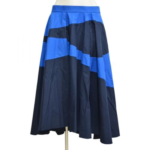 ミモレ丈スカートの写真