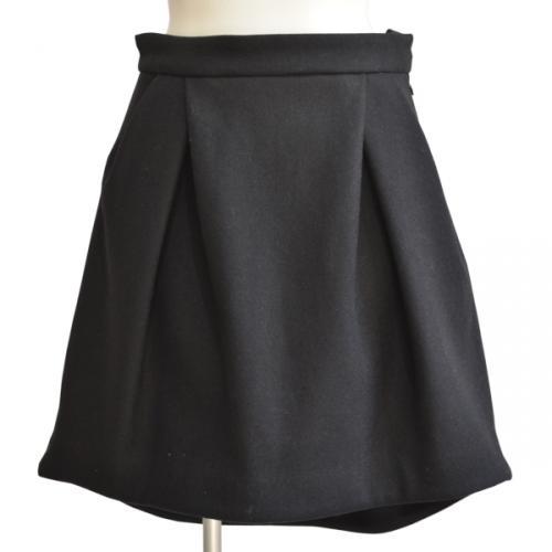 イレギュラーヘムスカートの写真